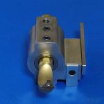 内径工具ホルダーのゴリラホルダー(X方向とZ方向の位置決めストッパープレート付き)に20mmのスリーブとボーリングバーを取り付けた所