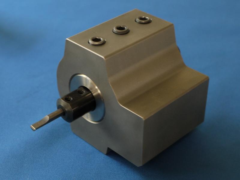 内径小径加工ツールにスリーブを取付けゴリラホルダーにセット