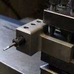 旋盤内径軽切削小径加工専用縦付けホルダー