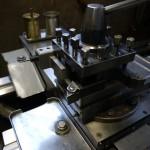 旋盤内径軽切削小径加工専用縦付けホルダーを使用した刃物台段取りデザイン