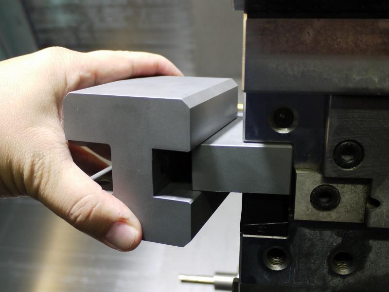 ゴリラホルダーアームはブロックとアームに分かれる。